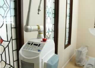 レーザーを使用することで止血や痛みを抑えた治療などを行うことが可能です。