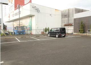 8台分の駐車スペースがあります。