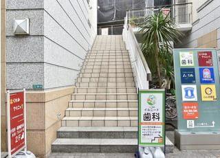 一之江駅より徒歩1分の所にございます、一之江駅前イルニード歯科の外観です。