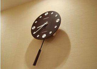 デザインに凝った時計です。