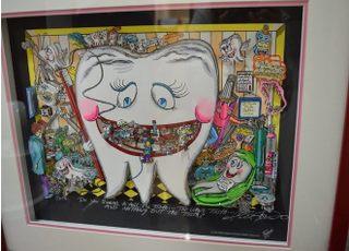 歯をモチーフにしたユニークな絵なので、お暇なときにご覧ください。