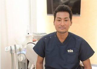 院長の鈴木です。患者様と二人三脚で、一生健康なお口で食事が楽しめるように診療を行っています。