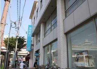 西鉄香椎駅より福岡銀行をめざして歩いてください。