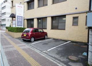 医院前に駐車場完備しております