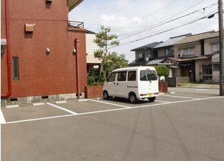 駐車場は医院に隣接しております。