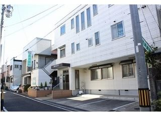 黒須歯科医院は名古屋市千種区唐山町2-26にあります。医院の前には駐車スペースがあります。