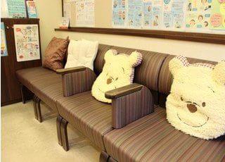 健康グッズもある待合室は、おもちゃ箱のようです。