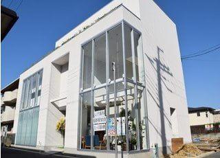 しげ歯科 稲野駅前院_カフェのような落ち着く院内で是非ゆっくりお過ごしください