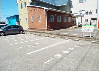 広めの駐車場をご用意しております