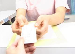 2回目以降に来院の患者様は診察券を持ってご来院ください。