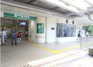 江ノ島電鉄のホームがあるビル直結しています。