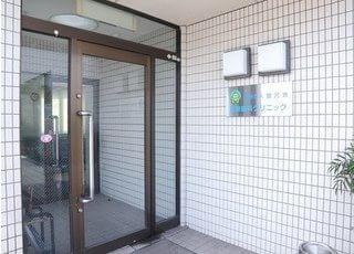 こちらの入り口よりお入りください。