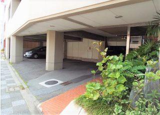 駐車場は医院の敷地内にございますのでお車でお越しいただけます。