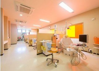 診察室はそれぞれ仕切りがありますので治療風景を見られません。