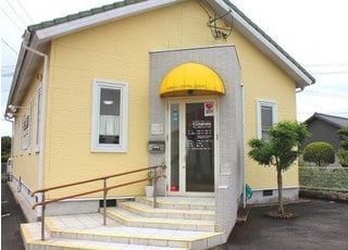 当院は、山鹿市の国道325号線沿いにあります。駐車場は8台分完備しています。