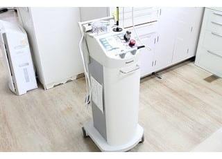レーザーをはじめ、最新の治療を提供できるように日々研鑽しております。