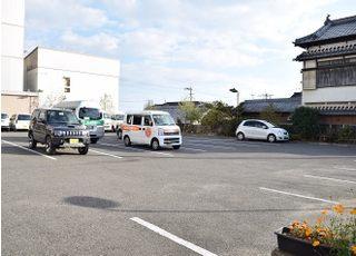 駐車場は30台分ご用意しています。