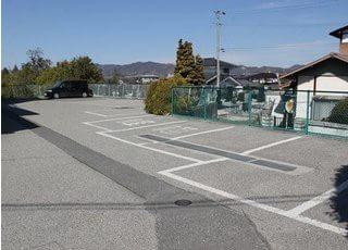駐車場がございますので、お車でお越しになることも可能です。