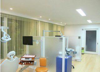 診療室は、他の患者様の目線が気にならない作りになっています。