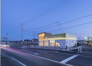 県道191号線沿い、五郎丸東一丁目交差点のすぐ近くです。