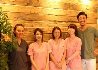 患者さまの負担を減らせるよう、笑顔での応対や患者さま目線での接遇などを心がけてお待ちしております。