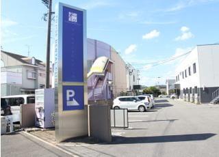 駐車場がありますのでお車でお越しいただけます
