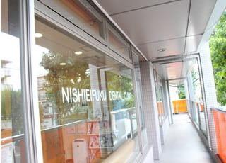 永福町駅から徒歩4分、大通り沿いのビル2階にございます。