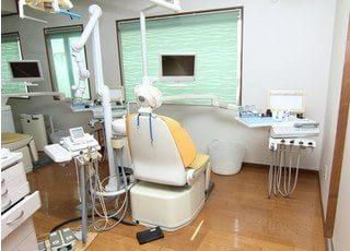 診療台です。患者様の不安をなるべく解消してから治療に臨めるよう心がけております。