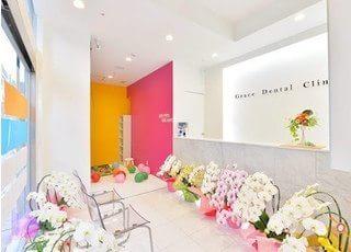 白を基調とした待合室です。