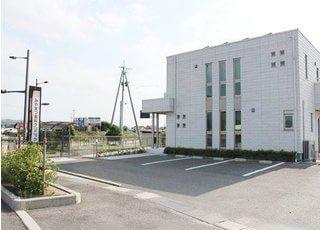 外観です。みやまつ歯科クリニックは大津町駅、直江駅から車で5分の場所にあります。