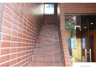 銀座スワロービルの2階までお越し下さい。