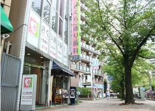 川崎駅から徒歩7分の位置にございます。会社帰りなどにも、ぜひご利用ください。