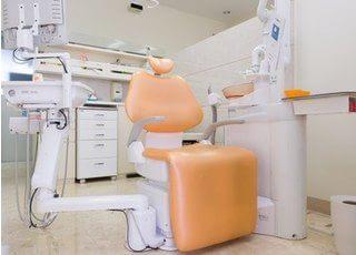 診療室は個室になっています。オペ室やホワイトニング専用の個室もあります。