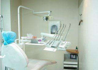 診療室です。なるべく痛くない・抜かない治療を心がけます。