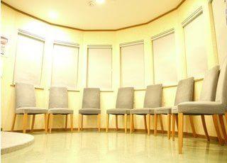 治療前は待合室でゆっくりとおくつろぎください