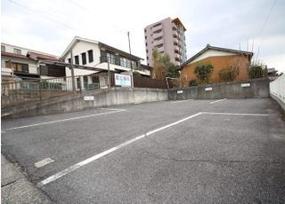 医院前の専用駐車場をご利用ください。