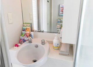 洗面スペースです。鏡もございますので、口内の確認も行えます。