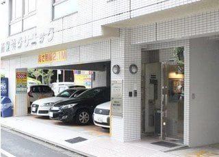 駐車スペースもございますので、お車でもお越しいただけます。