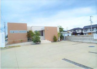 駐車場は医院東側の他、西側にもご用意しております。