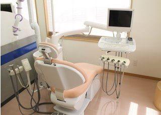 診療チェアです。必要に応じてモニターを使った詳細な説明をします。
