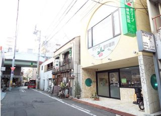 当院は田町商店街から1本入った路地に位置しています。お車でお越しの際は無料チケットをお渡しいたします。