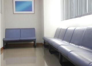待合室ではゆったりとお待ち下さい。
