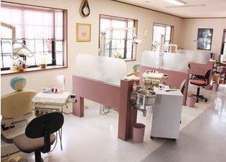 診療室です。明るく清潔に保つよう心がけています。