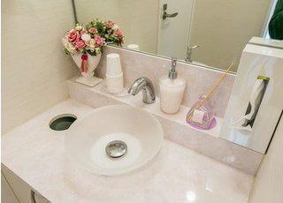 洗面台です。ブラッシングやお化粧直しなど、ご自由にご利用ください。