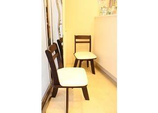 待合室です。お待ちの間もリラックスしてお過ごしいただけるように心がけています。