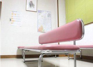 待合室です。診療までの間はこちらでお待ちください。