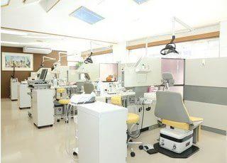 診療室です。広く開放的な空間です。