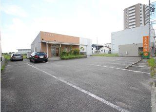 お車でお越しの方は、医院前の専用駐車場をご利用ください。