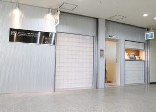 関西本線王寺駅出口より徒歩1分ほどの場所にございます。