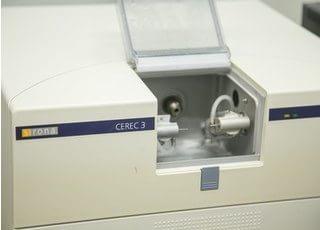 修復物作成はCEREC(セレック)なども導入しております。